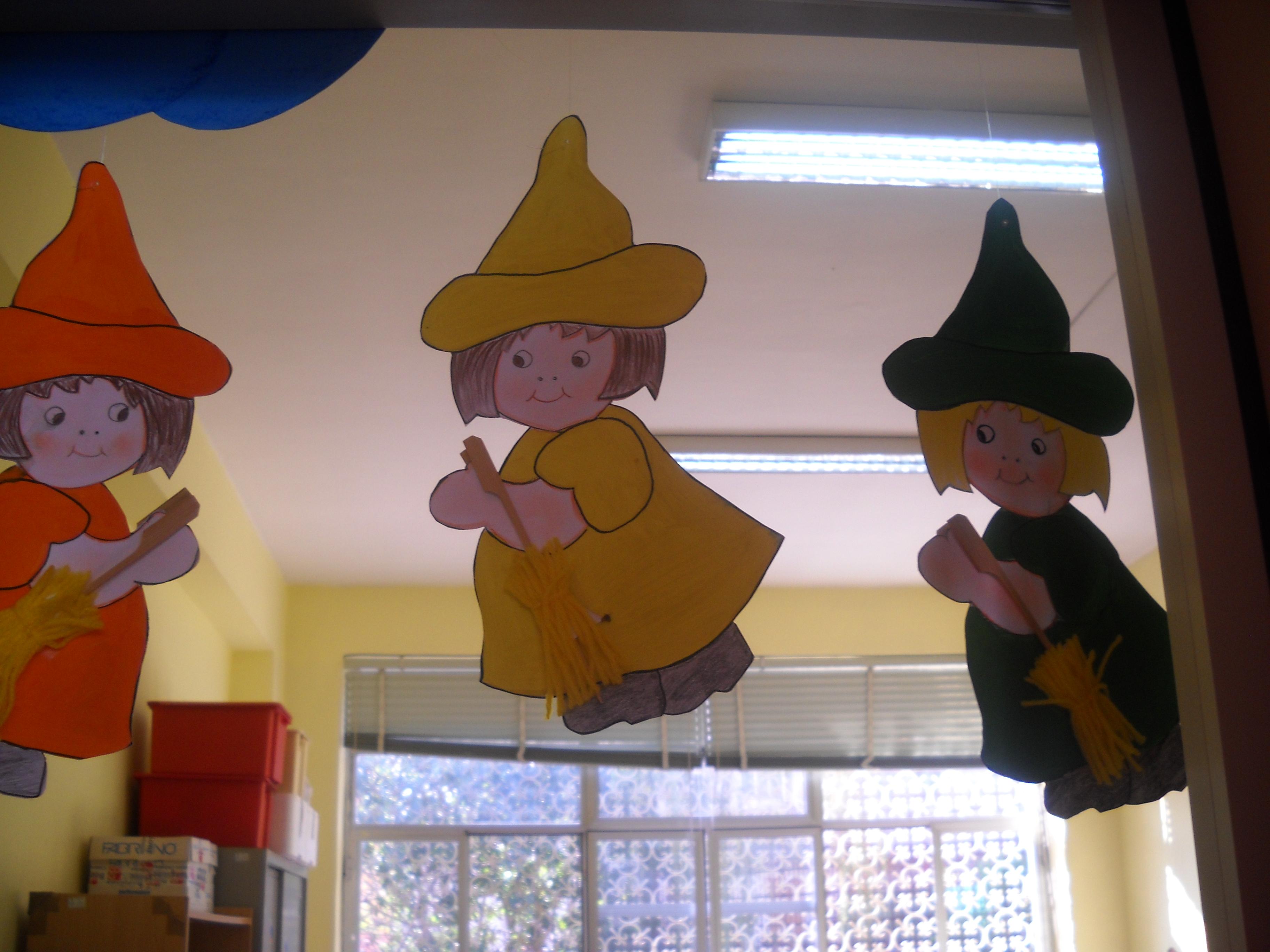 Halloween lavoretti maestramaria for Addobbi per la classe natale