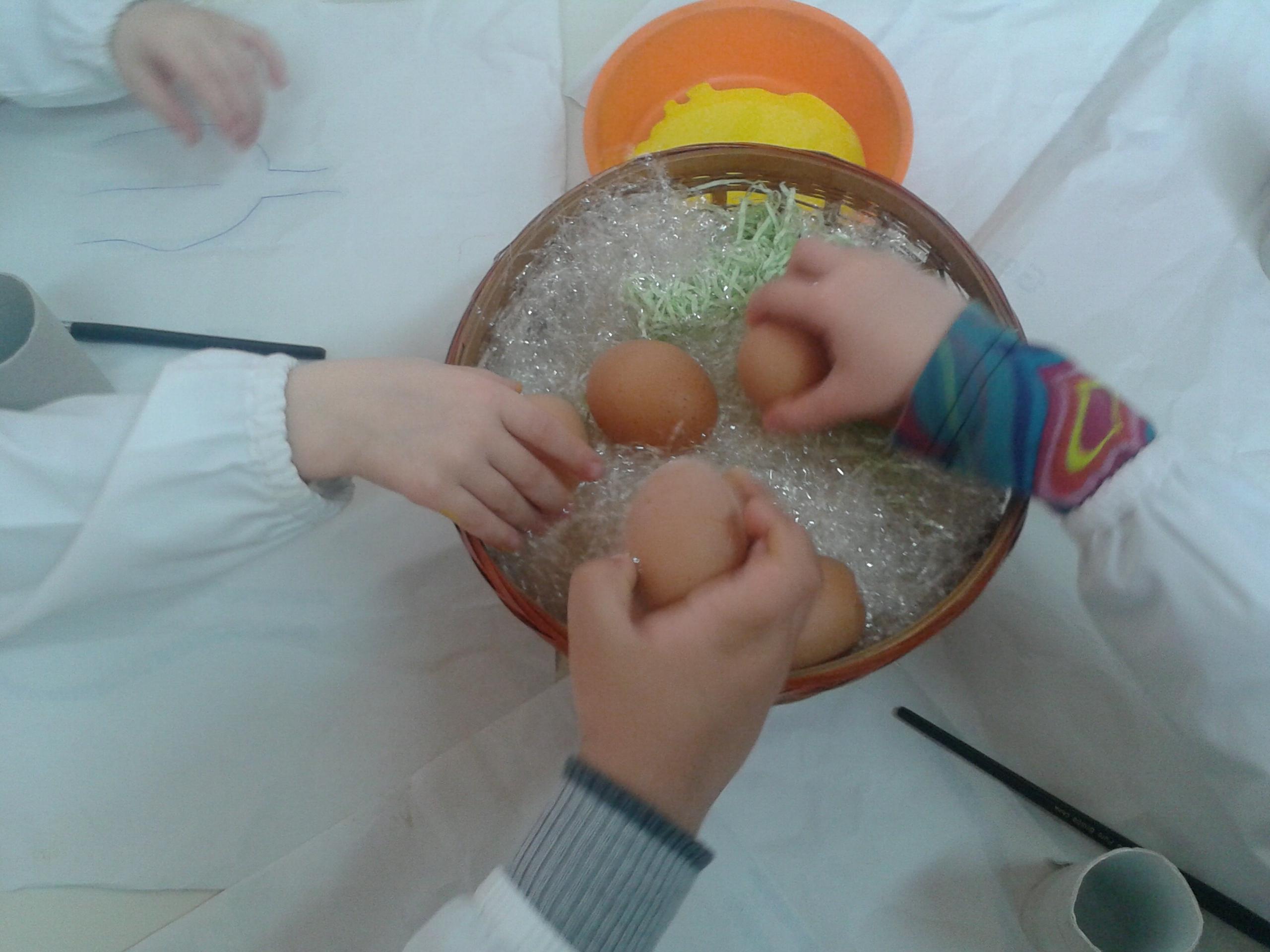 Lavoretti di pasqua pulcini con le uova maestramaria - Uova di pasqua decorate per bambini ...