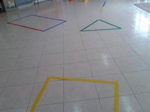 Imparo le forme geometriche con i giochi motori (7)