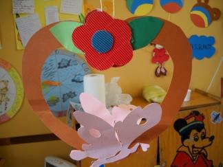 Lavoretti e addobbi primavera maestramaria for Addobbi finestre autunno scuola infanzia