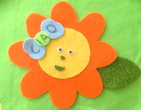 fiore-arancione-per-il-primo-giorno-di-scuola